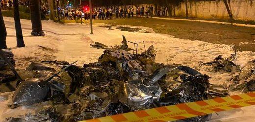 Piloto morre carbonizado após queda de avião em SP