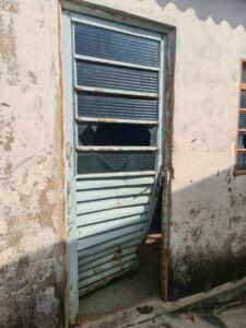 Porta da residência (Foto: Polícia Civil)