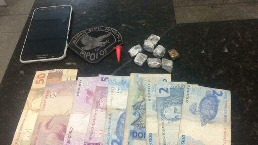Drogas e Dinheiro apreendidos (Foto: Apoio Tático)